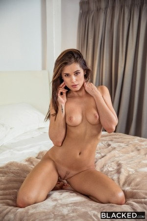 Little Caprice - Hot Wife Vacation (2018/Blacked/SD/480p)